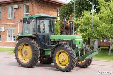 Колісний трактор John Deere 2850