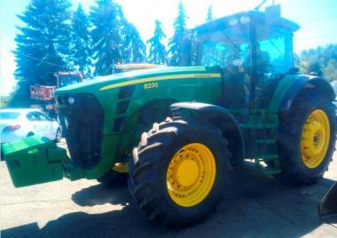 Трактор John Deere 8230 (2007)