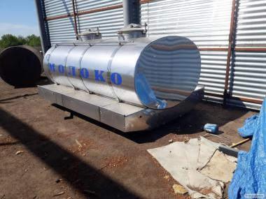 цистерна для молока, води і харчових продуктів