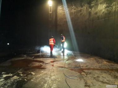 Очищення сталевих вертикальних резервуарів РВС 100 -- 10 000 куб. м.
