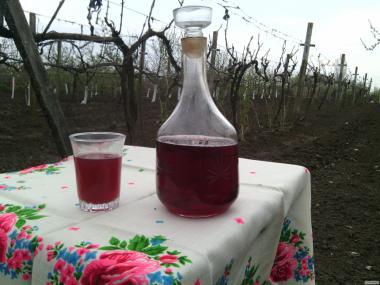 Продам домашнее сухое красное вино