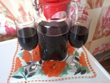 Натуральное красное сухое вино одесский чёрный