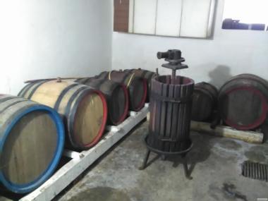 Натуральное сухое розовое вино сорта лидия
