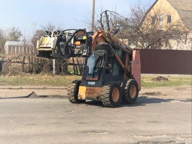 Мини-погрузчик CASE 440 вес 3200 кг