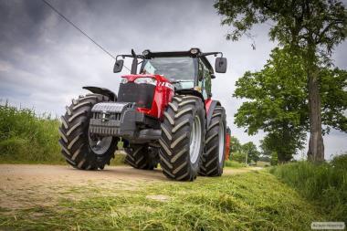 Колісний трактор Massey Ferguson 6713