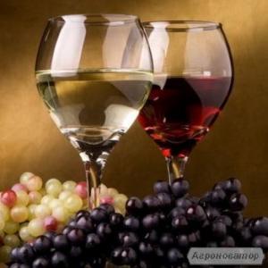 Виноградний напій. домашній вино.