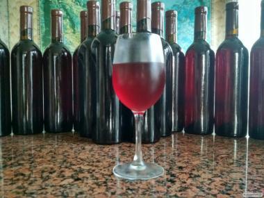 Малинове вино (вино з малини)