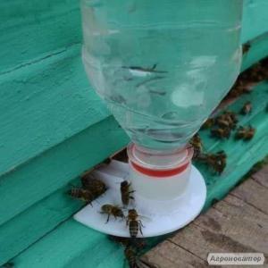 Поилка для пчел летковая под ПЭТ бутылку.