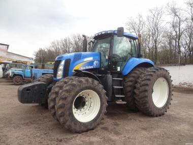 Трактор NEW HOLAND T8040