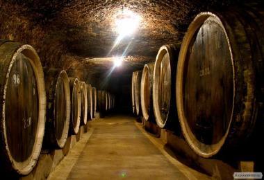 Вино виноградне червоне напівсолодке