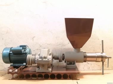 Шнековый мини маслопресс(маслодавка,олийныця,маслобойка,маслобойня).