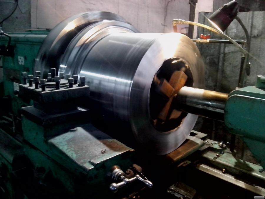 Металообробка великих деталей на токарних верстатах