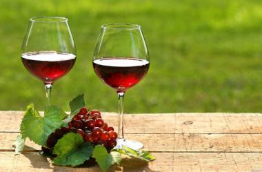 Ягодное вино(смородиновое, ежевичное, малиновое и др.)