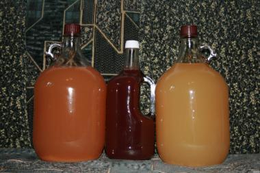 Продам домашнее вино из сливы и яблока