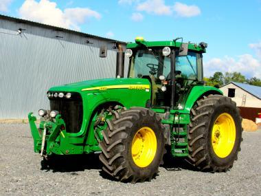 Трактор John Deere 8320 (2006)
