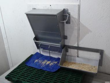 Кормушка для подсосных поросят (молочников)