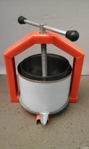 Пресс ручной винтовой для сока 6 л с кожухом