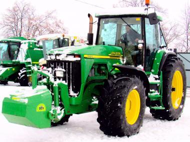 Трактор John Deere 8210 (2001)