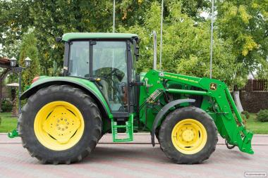 Колісний трактор John Deere 6220