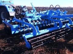 Дискова борона-лущильник ДЛМ-5 агрегатується з трактором потужністю від 130 до 170 к. с