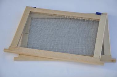 Ізолятор для бджолиних маток