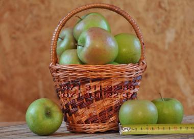 Красивые вкусные яблоки из сада