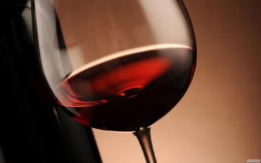 Домашнє вино напівсолодке із винограду сорту ізабелла.