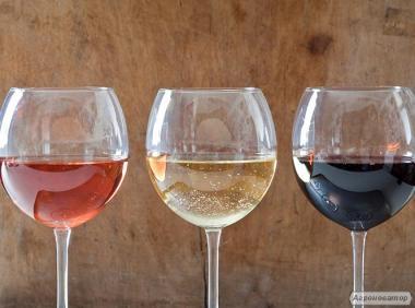 Домашні сухе вино (червоне, біле, рожеве), домашній коньяк (чача)
