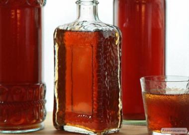 Віскі домашній (ячмінь+жито), самогон, перцівка з медом.