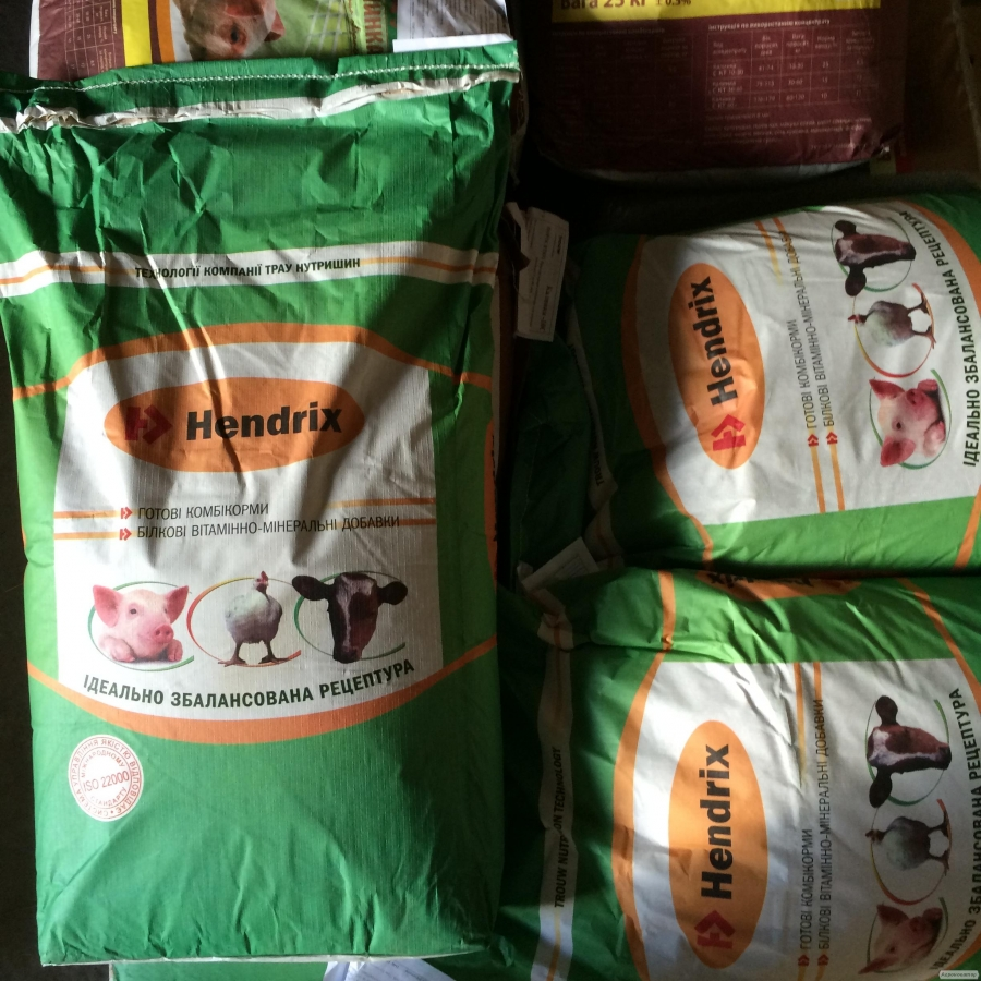 Белково-витаминные добавки для свиней