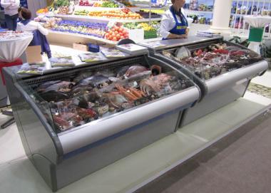 Морозильні вітрини риба на льоду. Холодильні прилавки для м'яса і риби