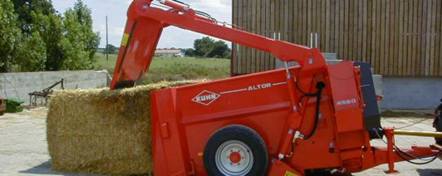 Навантажувач-роздавальник і выдуватель силосу та соломи з механічним приводом роздаткового ротора Altor 4560