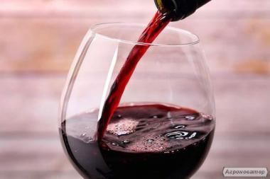 Красное домашнее крепленое вино.