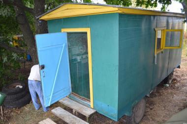 Будинок пасічника на базі причепа