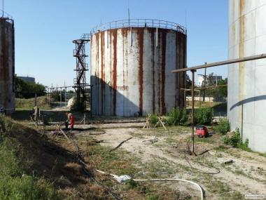 Зачистка сталевих вертикальних резервуарів тип РВС 100 - 50 000 куб. м.