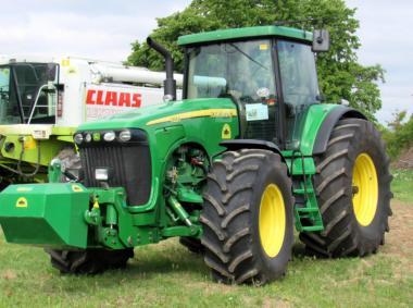 Трактор John Deere 8220 (2003)