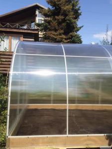 Міцні теплиці шириною 3 метри під полікарбонат або плівку