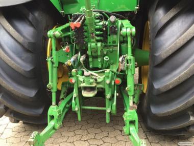 Трактор John Deere 8530
