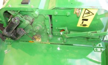 Пресс подборщик рулонный John Deere 590 (1999)