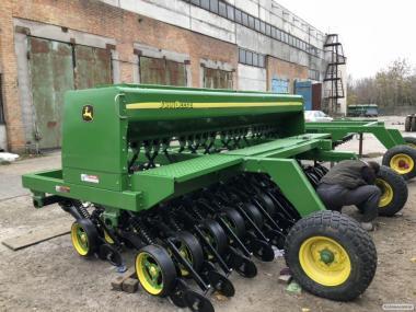 Сеялка механическая зерновая John Deere 750
