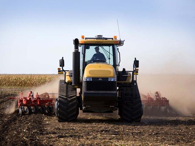 Гусеничный трактор МТ765С
