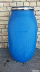 Пластиковая бочка 130 литров синего цвета