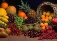 Свіжі фрукти та ягоди